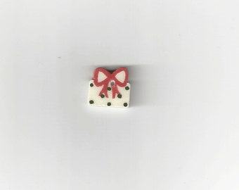 Clearance - Small Gift Button by Mill Hill, #86346U
