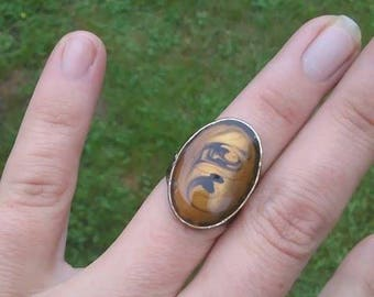 Antiqued metal classy ring with glass cabochon, 5 1/2