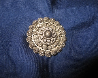 Old brooch Zeeland Dutch 19th century no stamped sterling silver diameter 3,2 cm w.8 grams
