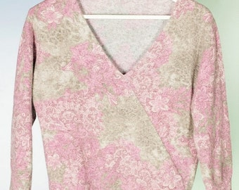 ON SALE A flowery pull
