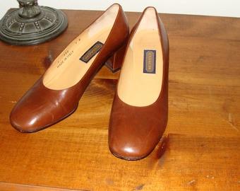 Gently Worn Women's Coach Italian Leather Pumps, Size 7 B Model J332, Warm Mocha Brown Shoes