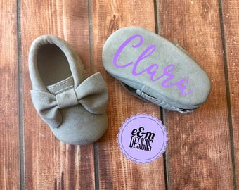 Monogrammed Baby Moccasins, Baby Girl Moccasins, Baby Girl Bow Moccasins, Monogram Newborn Moccasins, Baby Crib Shoes