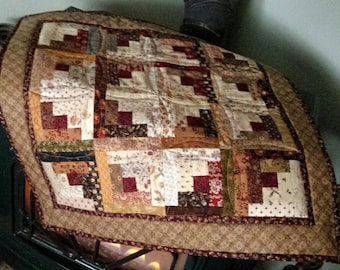 Log Cabin Quilt, Wall Hanging Quilt, Table Topper Quilt, Table Top Quilt, 23 inch square Quilt, Scrap Quilt, Quilt, Doll Quilt