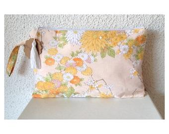 Bolso de mano. clutch. bolso de fiesta. telas de kimono. estampado flores. Los buenos aires de Madrid. listo envio. japan fabricc. seda.