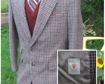 SALE Vintage Irish Houndstooth Lambswool Magee of Donegal Ireland Country Gentlemen's Jacket  Hues of Gray Brown Black and Rust Red Chest  4