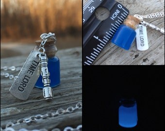 Glowing Time Lord Bottle Necklace Glow in the Dark Tardis Blue Sonic Screwdriver Doctor Who Fandom Accessories Jewelry