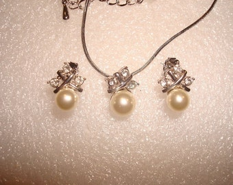 Vintage Avon Ivory Colored Pearl And White Crystal Silver Earring And Necklace Set NOS
