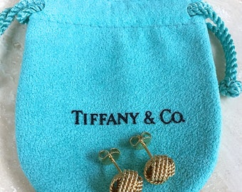 Exquisite Pristine TIFFANY and Co. 18K Somerset Twist Knot Rope Stud Earrings AU 750 Weighing 4.2 grams