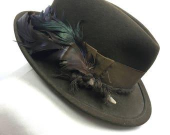 1960s Fedora Trilby Hat - Vintage 60s Green Felt Feathered Trilby - Short Brim Hat - Small / Medium