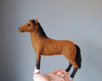 Needle Felted Horse, MEDIUM SIZE, Dollhouse Scale 1:12, Quarter Horse or any other horse breed, Custom Made Felt Horse - made to order