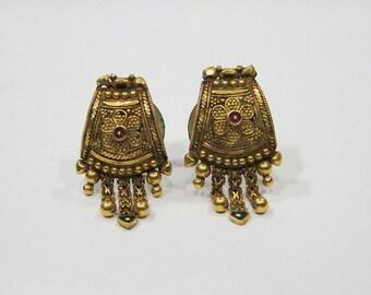 Vintage antique enamel work 20k gold jewelry earrings stud from Rajasthan india