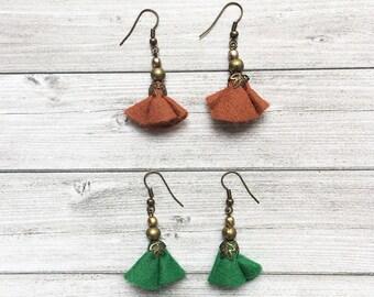 Floral Felt Earrings - dangle and drop - set of 2 earrings - brass earrings