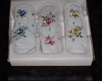 Set of 3 vintage embroidered handkerchiefs, floral design, ladies hankies,white, 100% cotton,unused,in original box