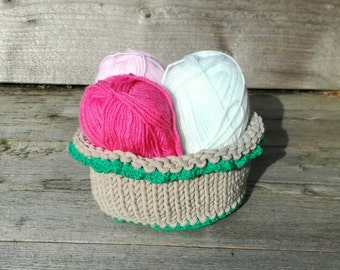 Knitted round basket , Beige and green - round container with green bottom and decorative edge.