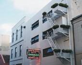 Escalier de secours Nouvelle-Orléans, enseigne au néon, Nola photographie, USA, voyage photographie, Art mural 8 po x 10 po.