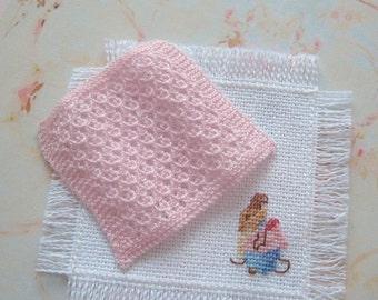 dollhouse beatrix potter  blanket and mat coverlet afghan mrs tittlemouse 12th scale miniature rainbowminiatures