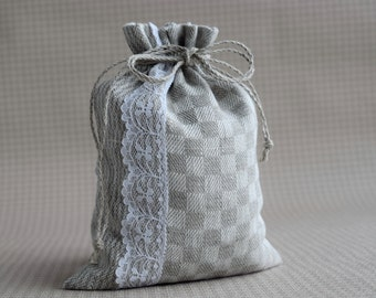 Medium size favor bag drawstring pouch Natural Checkered linen sack with white lace packaging bags 21 x 16 cm