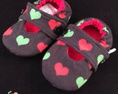 Red and Green Cotton Lycra Hearts Princess Toes-Baby/Toddler Seamless, Soft-soled Shoes: Size 5.5 w/Soft Soles