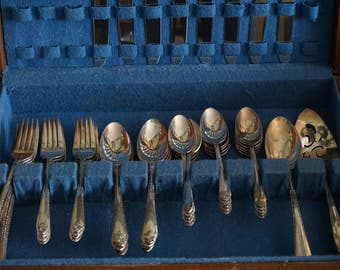 Vintage, WM Rogers Exquisite 51 Piece Set of Silver Plate Flatware with Wooden Case