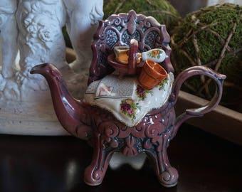 Vintage, Royal Albert Country Rose Decorative Teapot