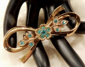 Pretty Vintage Coro Pegasus Aqua Coloured Rhinestone Floral Design Bow Brooch