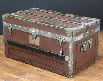 Flat trunk with key