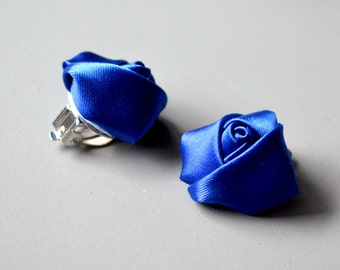 Blue clips earrings