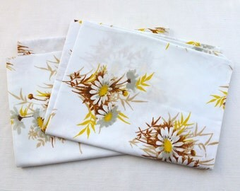2 unused vintage floral pillowcases yellow daisy flower retro fabric springmaid polycotton bedding