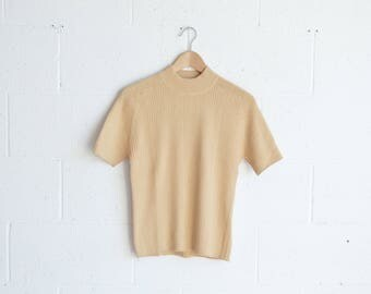 90s Champagne Mock Neck T-Shirt · 90s Mock Neck Top · 90s Turtleneck Short Sleeve T · Mock Neck 90s Sweater · Beige 90s Minimalism Top · L