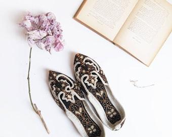 Lie de Thé Slip On | pakistan vintage | handmade copper threads black leather flats