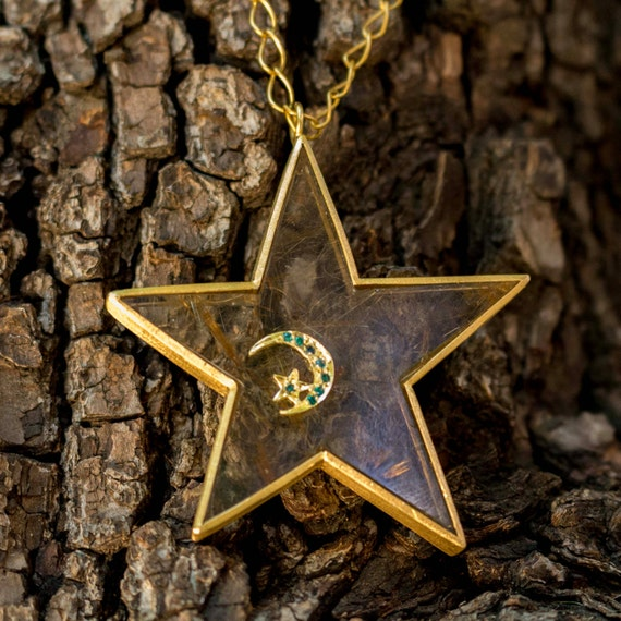 18k Gold and Diamond Star Pendant