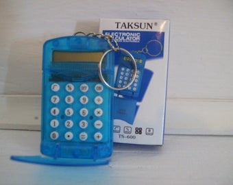 CALCULATOR With KEYCHAIN  desk office electronics n80