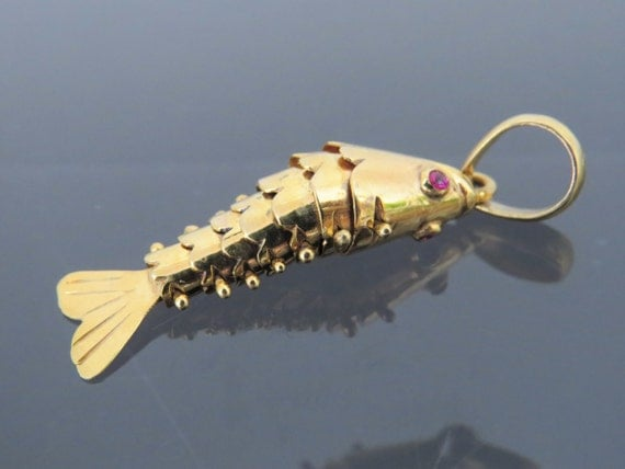 Vintage 14k solid yellow gold fish moveable ruby on eyes charm for Solid gold fish