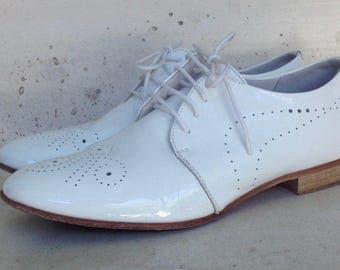 Shoes flat, white, varnished, masculine style, size 37, mark ANDRE.