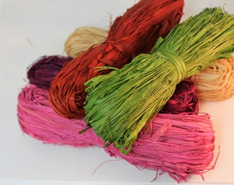 Set of 5 Colored Raffia Grass Bundles for Craft Projects, Home Decor, Floral Decoration