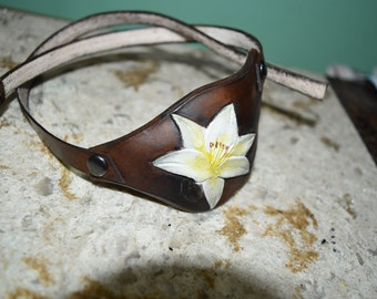 White lily distressed - Leather eye patch with adjustable buckle - not touching the eye - right or left eye