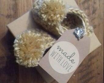 First size hand crochet Pom Pom Trim Bootie