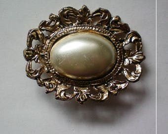 Faux Pearl Edwardian Inspired Brooch - 5368