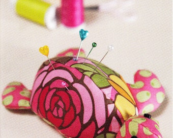 TURTLE PINCUSHION        By: Cindy Taylor Oates      LB-505