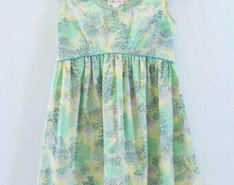 Retro Tree Print Dress - Gathered Skirt - Curved Waistline - Flat Piping