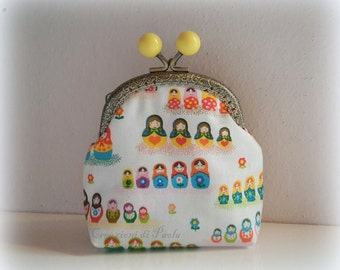 Coin purse with metal closure with Matrioska print