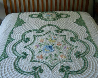 FREE ship Vintage Chenille bedspread in white with intricate detailing