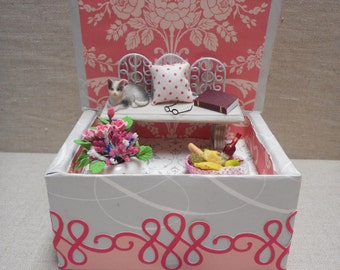 Miniature roombox - cat with picnic basket