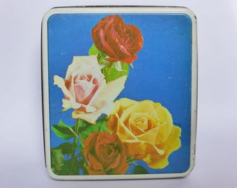 Pretty Vintage Roses Tin ~ Mid Century Decor ~ Cottage Chic ~ Decortaive Cookie Tin ~ Vintage Kitchen ~ 1950s Cake Tin ~ Retro Storage