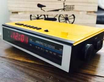 Vinatge Clock Radio