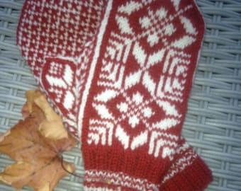 Handknitted norwegian woolmittens