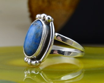 Navajo sterling silver ring w/one oval lapis lazuli stone size 8.75