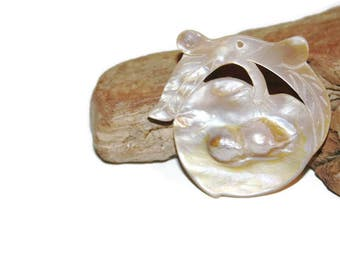 Carved Shell Pendant, Peach Pendant, Peach Shaped, Oriental Style, Blister Pearl, Blister Shell, Eco Friendly Jewelry Supplies, Light Brown