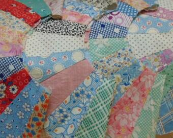Vintage Quilt Pieces, Dresden Plate , 76 Quilt Pieces, 4 Circles