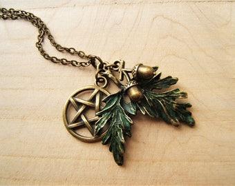 Pentagram, leaves & 3D acorns. Pentacle pendant necklace. Green and antique bronze. Pagan Wicca.